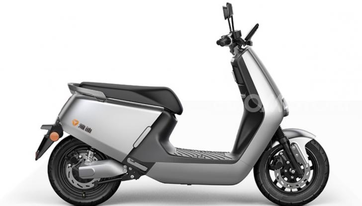 Vin Diesel diventa Fast, Furious & Green in sella allo scooter Yadea G5 - Foto 6 di 7