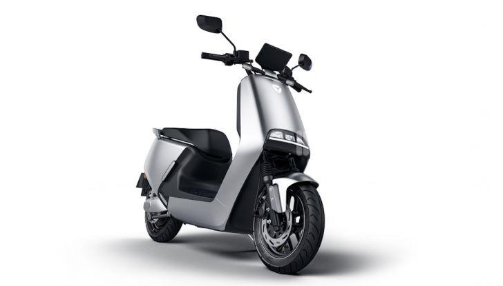 Vin Diesel diventa Fast, Furious & Green in sella allo scooter Yadea G5 - Foto 7 di 7