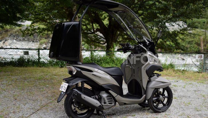 Yamaha Tricity diventa uno scooter da campeggio - Foto 1 di 9