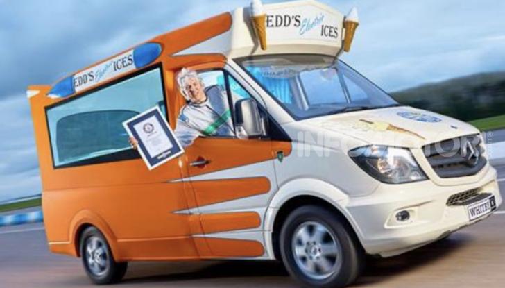Edd China guida un furgone dei gelati da record del mondo - Foto 1 di 5
