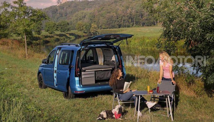 Volkswagen Caddy California: il mini van per i lunghi viaggi - Foto 1 di 13