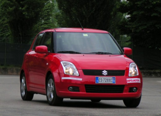 Suzuki Swift 1.3 16v: Test Drive - Foto 2 di 27