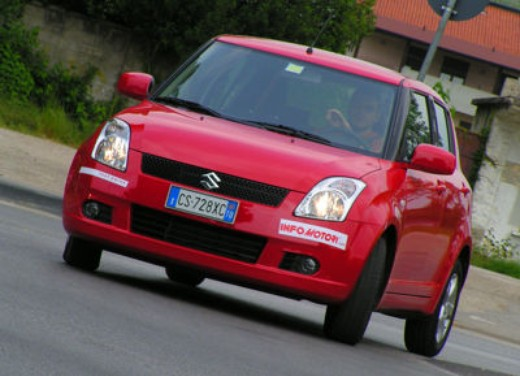 Suzuki Swift 1.3 16v: Test Drive - Foto 3 di 27