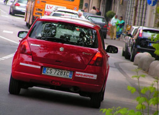 Suzuki Swift 1.3 16v: Test Drive - Foto 8 di 27