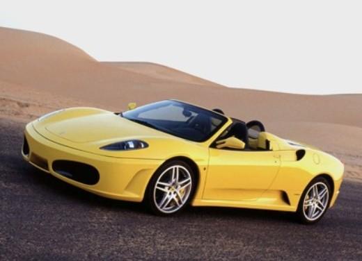 Ferrari F430 Spider incastrata tra i vicoli di un paesino - Foto 8 di 8