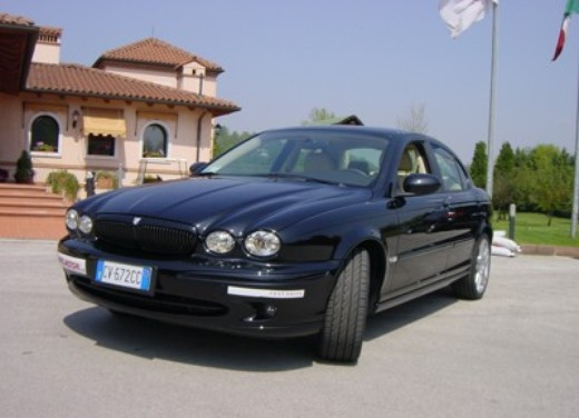 Jaguar X-Type 3.0: Test Drive - Foto 1 di 19