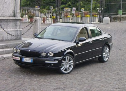 Jaguar X-Type 3.0: Test Drive - Foto 3 di 19