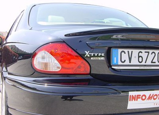 Jaguar X-Type 3.0: Test Drive - Foto 11 di 19