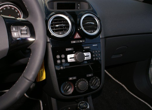 Opel Corsa - Foto 31 di 131