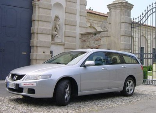 Honda Accord Tourer 2.2 i-Dtec – Long Test Drive - Foto 1 di 25
