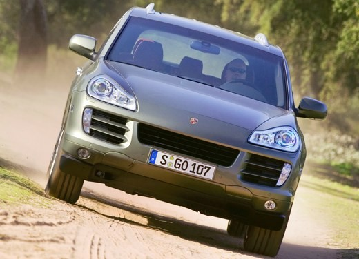 Porsche Cayenne Turbo – Long Test Drive - Foto 11 di 57