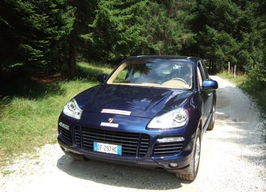 Porsche Cayenne Turbo – Long Test Drive - Foto 56 di 57
