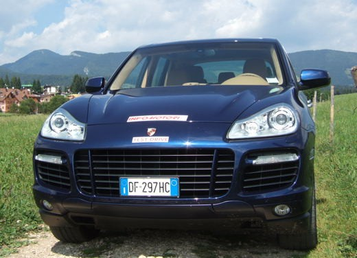 Porsche Cayenne Turbo – Long Test Drive - Foto 35 di 57