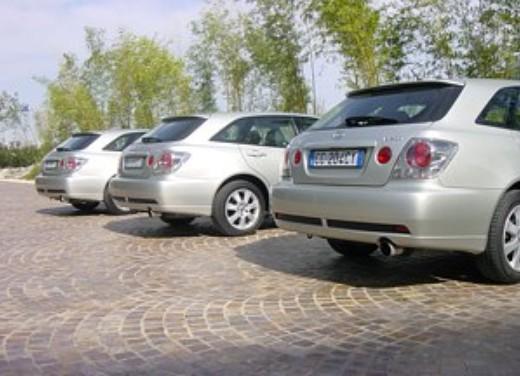 Lexus IS200 Wagon: Test Drive - Foto 1 di 8