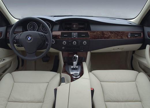BMW Serie 5 Facelift - Foto 15 di 18