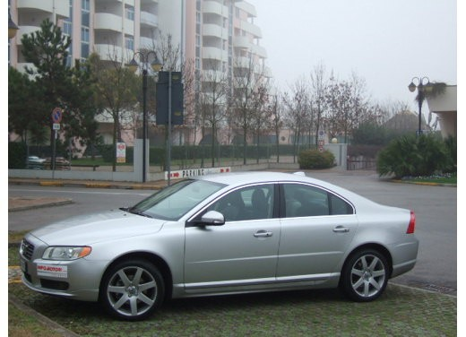 Volvo S80 D5 – Long Test Drive - Foto 18 di 21