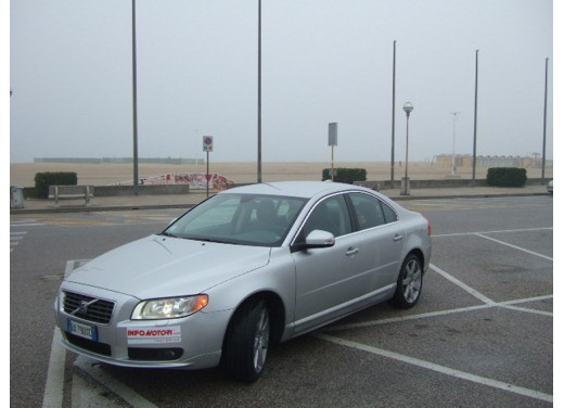 Volvo S80 D5 – Long Test Drive - Foto 2 di 21