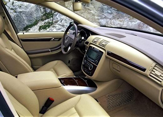Ultimissima: Mercedes Classe R restyling - Foto 6 di 6