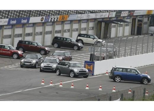 Fiat nuova 500 Vs Mini - Foto 16 di 39