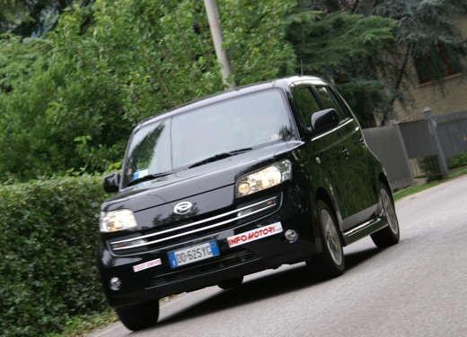 Daihatsu Materia vs Lancia Y Sport MomoDesign - Foto 10 di 31