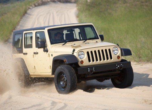 Ultimissime: Jeep J8 - Foto 1 di 6