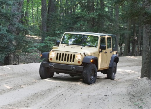 Ultimissime: Jeep J8 - Foto 3 di 6