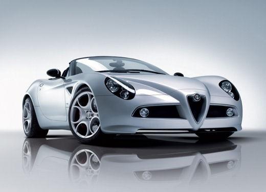 Alfa Romeo 8C Spider – foto ufficiali in vista dell'esordio a Ginevra - Foto 4 di 9