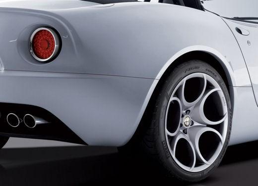 Alfa Romeo 8C Spider – foto ufficiali in vista dell'esordio a Ginevra - Foto 6 di 9