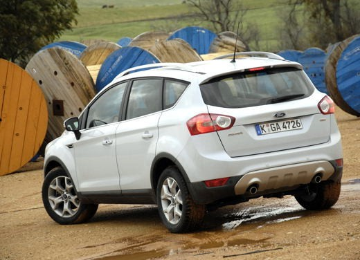 ford kuga 2 0 tdci trazione anteriore test drive. Black Bedroom Furniture Sets. Home Design Ideas