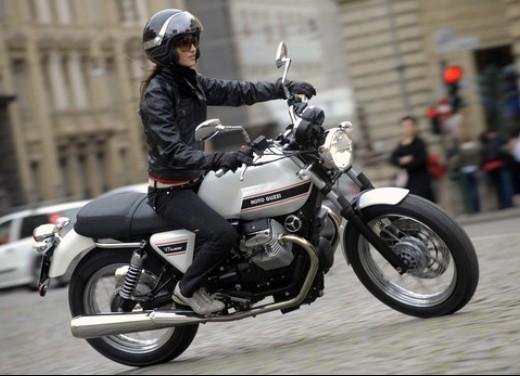 moto guzzi v7 | ridingirls