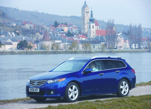 Honda nuova Accord berlina e Tourer – Test Drive
