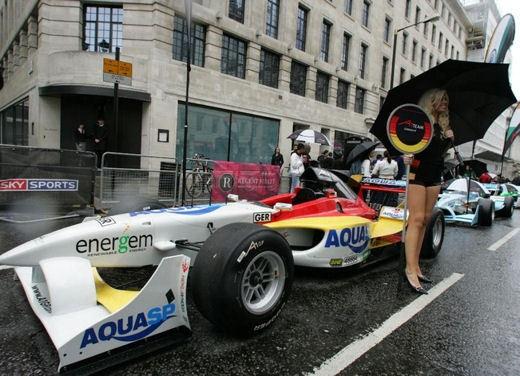A1GP Regent Street Grid Girls - Foto 18 di 30