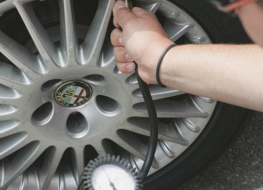 Pressione pneumatici, troppo bassa per il 63% degli automobilisti