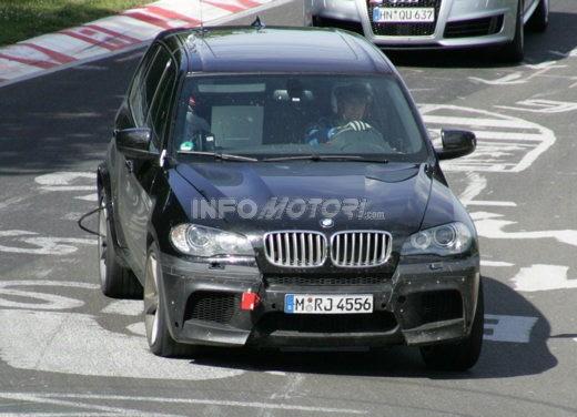 BMW X5 V8 biturbo, il reparto Motorsport mette in pista 400 CV - Foto 1 di 18