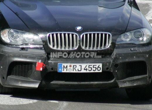 BMW X5 V8 biturbo, il reparto Motorsport mette in pista 400 CV - Foto 13 di 18