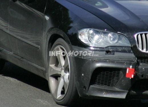 BMW X5 V8 biturbo, il reparto Motorsport mette in pista 400 CV - Foto 14 di 18