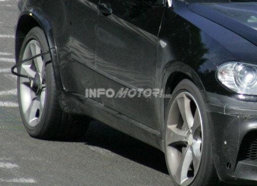 BMW X5 V8 biturbo, il reparto Motorsport mette in pista 400 CV - Foto 15 di 18