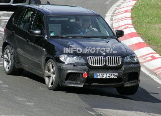 BMW X5 V8 biturbo, il reparto Motorsport mette in pista 400 CV - Foto 16 di 18