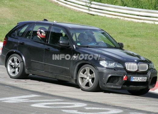 BMW X5 V8 biturbo, il reparto Motorsport mette in pista 400 CV - Foto 17 di 18