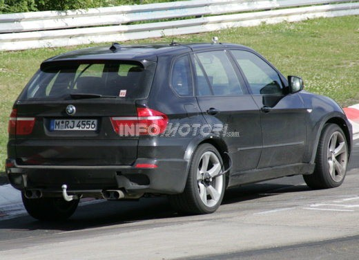BMW X5 V8 biturbo, il reparto Motorsport mette in pista 400 CV - Foto 3 di 18