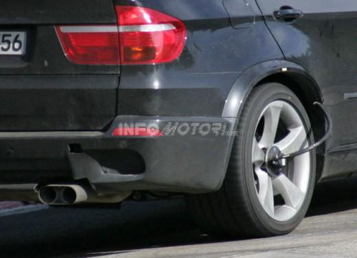 BMW X5 V8 biturbo, il reparto Motorsport mette in pista 400 CV - Foto 4 di 18