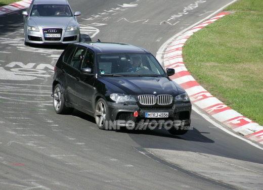 BMW X5 V8 biturbo, il reparto Motorsport mette in pista 400 CV - Foto 8 di 18