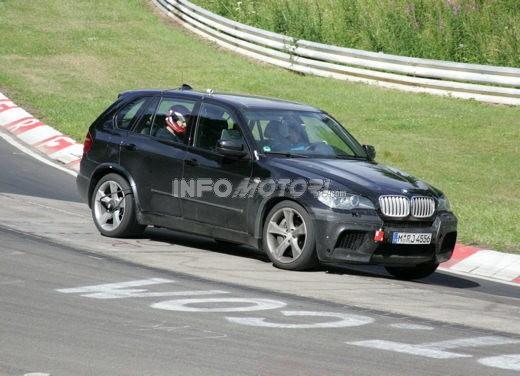 BMW X5 V8 biturbo, il reparto Motorsport mette in pista 400 CV - Foto 9 di 18
