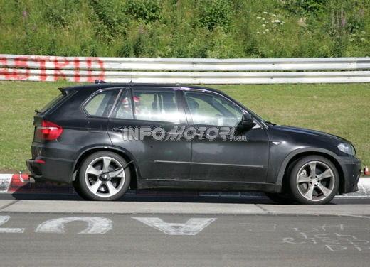 BMW X5 V8 biturbo, il reparto Motorsport mette in pista 400 CV - Foto 10 di 18