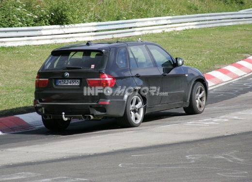 BMW X5 V8 biturbo, il reparto Motorsport mette in pista 400 CV - Foto 11 di 18