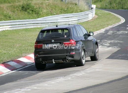 BMW X5 V8 biturbo, il reparto Motorsport mette in pista 400 CV - Foto 12 di 18