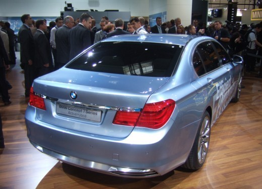 BMW Serie 7: immagini dal Salone dell'Auto di Parigi 2008