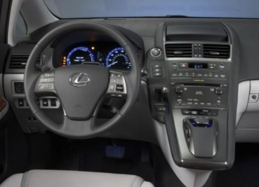 Lexus HS250h - Foto 10 di 21