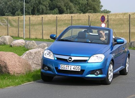 Opel Tigra Twin Top: Test Drive - Foto 1 di 8