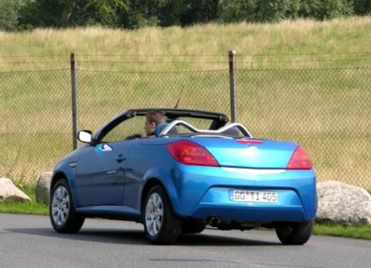 Opel Tigra Twin Top: Test Drive - Foto 2 di 8